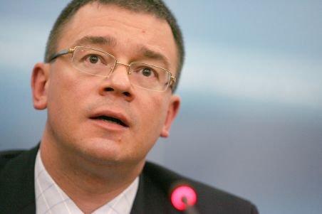 Mihai Răzvan Ungureanu şi-a dat demisia din funcţia de director al S.I.E. Vezi cine l-a înlocuit
