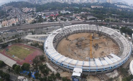 Muncitorii care construiesc stadioanele Cupei Mondiale din 2014 ameninţă că vor intra în grevă
