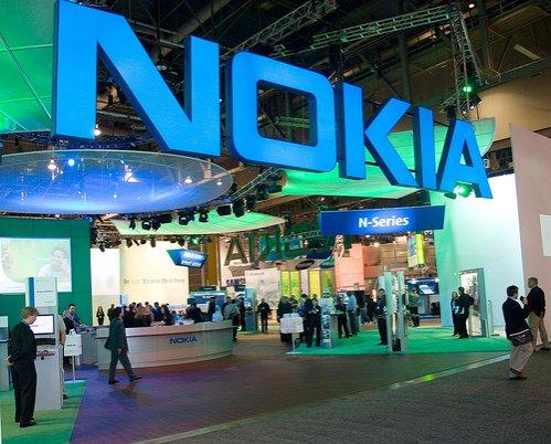 Nokia va concedia 4.000 de angajaţi pentru a reduce costurile. Compania mută producţia în Asia