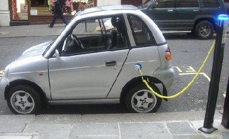Un proiect care ar putea revoluţiona transportul: autostrada care încarcă maşini electrice