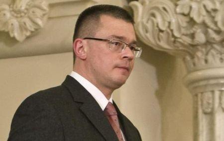 Ungureanu ameninţă: Voi remania orice ministru care nu se ridică la nivelul exigenţelor mele