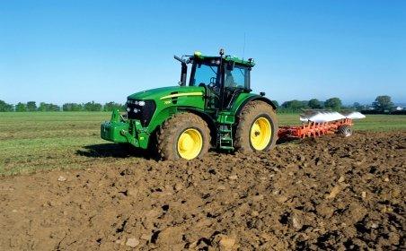 Ministrul-fermier Fuia: Mă sui cu plăcere pe tractor când am timp