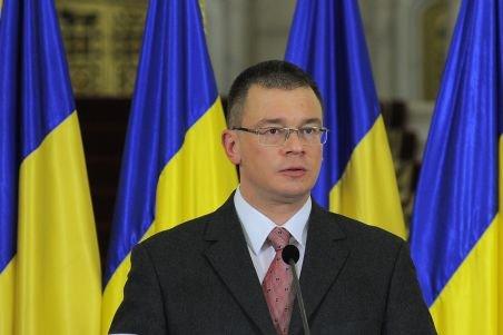 Noul Guvern, reunit într-o şedinţă informală. Boc i-a predat lui Ungureanu mandatul de premier