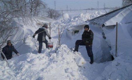 Autorităţile din Focşani au cerut ajutorul armatei pentru deszăpezire. Nămeţii au atins doi metri