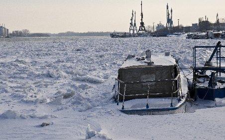 Iarna a paralizat Europa. Dunărea a îngheţat din Croaţia până la vărsare în România