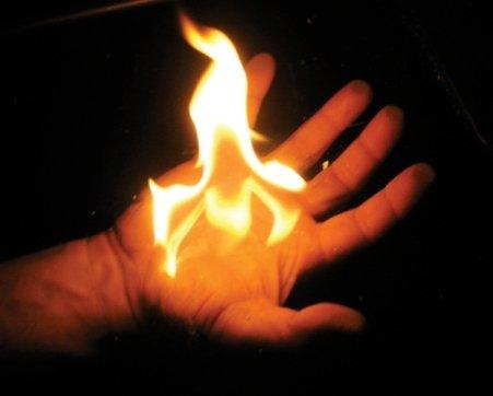 O femeie a încercat să îşi dea foc într-un oraş din sud-vestul Franţei