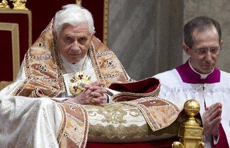Papa Benedict va muri asasinat într-un an, din cauza unei lupte pentru putere la Vatican
