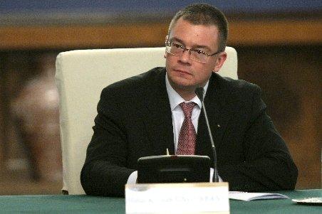 Ungureanu, la instalarea ministrului Muncii: Populaţia României este în scădere. Trebuie luate măsuri în acest sens.