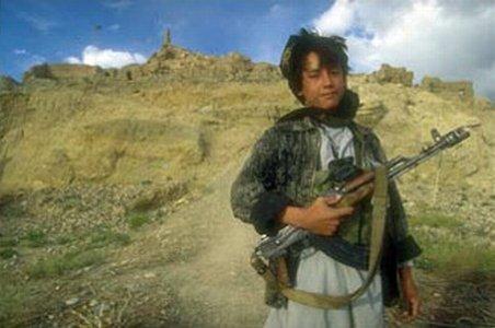 """Doi copii afgani, """"kamikaze în devenire,"""" au fost arestaţi pentru a doua oară"""