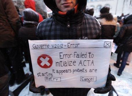 Mii de oameni au protestat în România împotriva ACTA