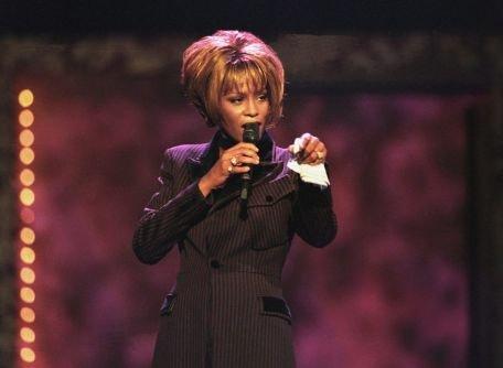 Moartea lui Whitney Houston a stârnit o adevărată furtună de reacţii pe Twitter