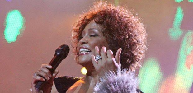 Vedetele sunt şocate de moartea lui Whitney Houston şi îi citează cântecele în mesajele de adio