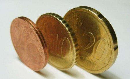 Leul a crescut față de euro, dar s-a devalorizat comparativ cu dolarul. Vezi cursul BNR