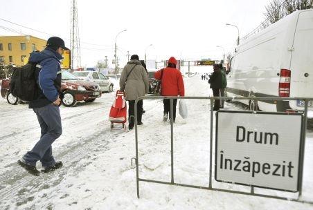 Traficul rutier în Râmnicu Sărat, închis până joi: Circulă doar maşinile de intervenţie, taxiurile şi autobuzele