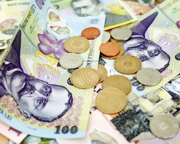 Leul s-a depreciat uşor faţă de euro, dolar şi francul elveţian. Vezi cursul valutar