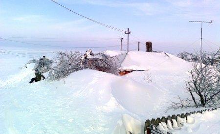Ministerul de Interne: Aproape o sută de localităţi sunt izolate din cauza zăpezilor