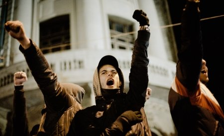 35 de zile de protest la Ploieşti. Manifestanţii cer demisia preşedintelui şi alegeri anticipate