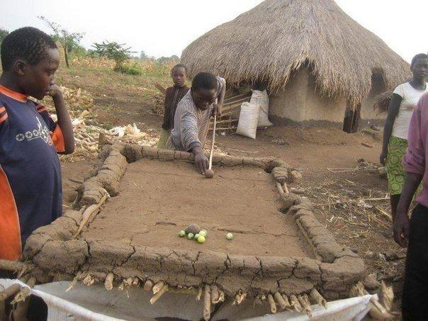 Această imagine va revoluţiona jocul de biliard. Când sărăcia nu se pune în faţa pasiunii