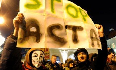 Donald Tusk îşi recunoaşte greşeala şi îndeamnă PE să respingă acordul multilateral ACTA