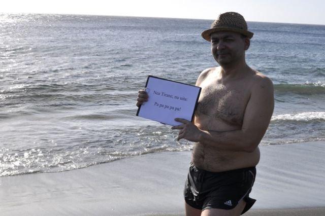 """""""Nea Tirane, nu uita! Când ma-ntorc să fii Pa-Pa!"""" Cel mai tare protest, făcut de un român plecat în vacanţă în Insulele Reunion"""