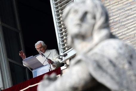 """Papa Benedict al XVI-lea cere celor care servesc Biserica Catolică să """"renunţe la stilul laic al puterii"""""""