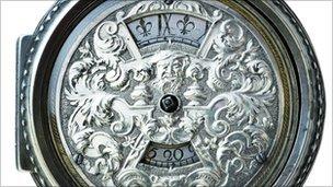 Un ceas de buzunar vechi de 300 de ani va fi scos la licitaţie