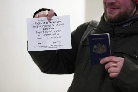 Letonii nu vor ca limba rusă să devină a doua limbă oficială a ţării