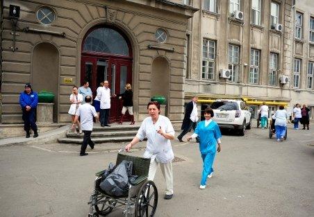 Spitalul din Piatra Neamţ, evacuat din cauza unui miros puternic de gaze
