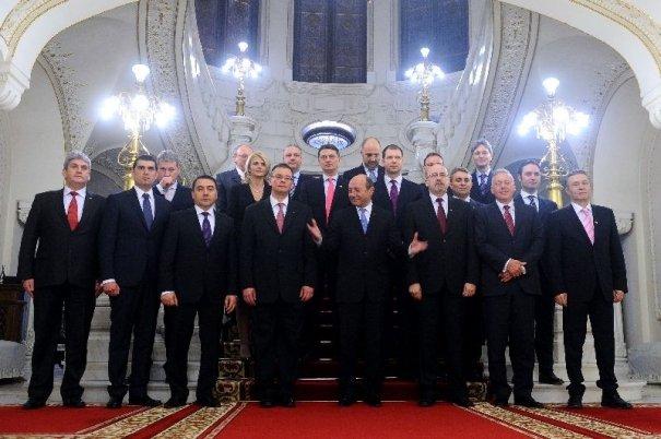 """Un Guvern """"de aur"""". Cel mai bogat ministru din Cabinetul Ungureanu are o avere de 750.000 de euro"""