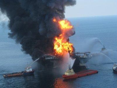 Operaţiune de salvare spectaculoasă. Nouă marinari, salvaţi din flăcări de o echipă de televiziune