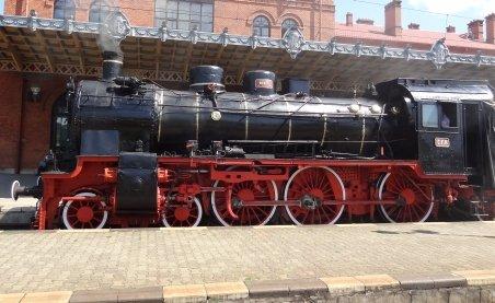Trenuri româneşti de epocă, vândute la fier vechi. Statul a dat o garnitură la preţul unei maşini