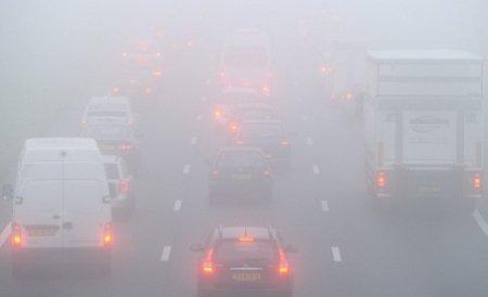 ANM: 13 judeţe, sub incidenţa avertizării imediate de ceaţă. Vizibilitatea va fi sub 200 de metri