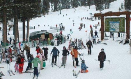 Ministrul Turismului anunţă record de turişti în staţiunile montane. Hotelierii se plâng că n-au clienţi