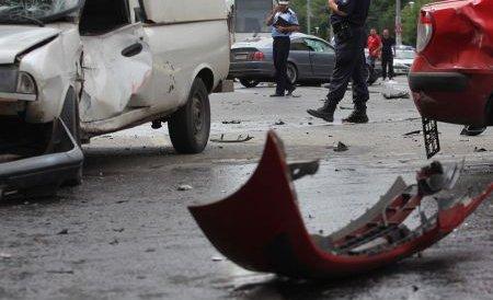 Accident pe DN1: Trei răniți, după ce mașina în care erau s-a ciocnit cu un microbuz de marfă