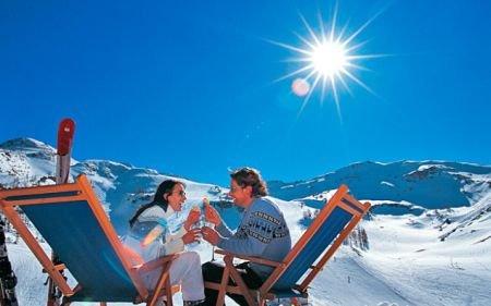 Funcţionarii publici, instruiţi din BANI EUROPENI pe pârtia de schi. Vezi cât a costat trainingul