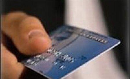 Percheziţii în şapte judeţe şi în Capitală, la 33 de persoane acuzate de fraudă bancară