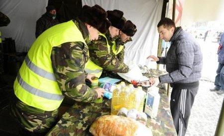 10 tone de alimente donate de Poşta Română pentru trei sate din Buzău