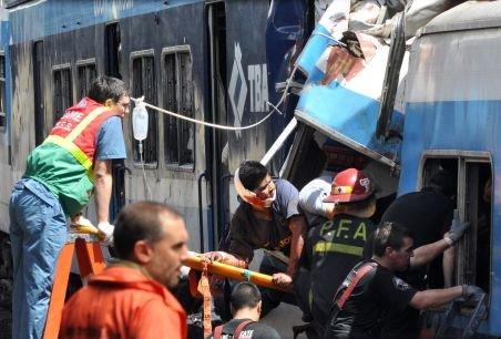 Peste 50 de morţi şi 700 de răniţi în accidentul din Argentina. Vatmanul şi mecanicul, par să iasă basma curată