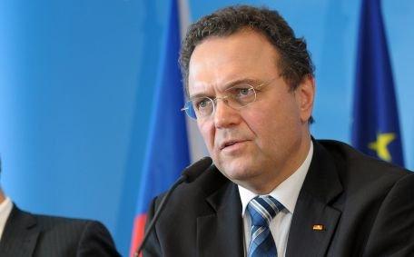 Ministrul german de Interne cere public ieşirea Greciei din zona Euro