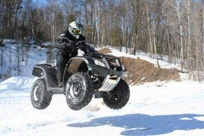 Raliu pe zăpadă, la Cavnic. ATV-uri, motociclete şi maşini de teren s-au luptat cu zăpada afânată