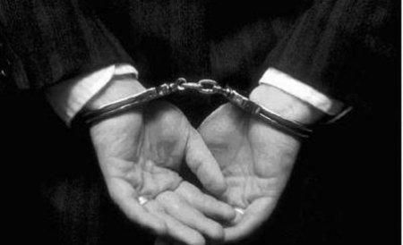Arestat pentru şantaj: A cerut 1.000 de euro ca să nu posteze imagini indecente pe reţelele de socializare