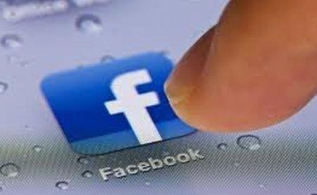 Facebook îţi poate citi mesajele de pe telefonul mobil. Chiar tu i-ai permis asta, fără să-ţi dai seama