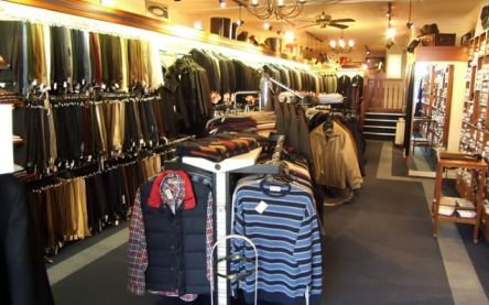 Hoţii români au dat iama în magazinele din Malta. Au furat haine în valoare de mii de euro
