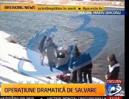 Imagini incredibile din operaţiunea dramatică de salvare a tinerei care s-a aruncat în râul Olt