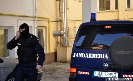Trei persoane suspectate de fraude financiare, reţinute în urma descinderilor de la Ploieşti şi Bucureşti