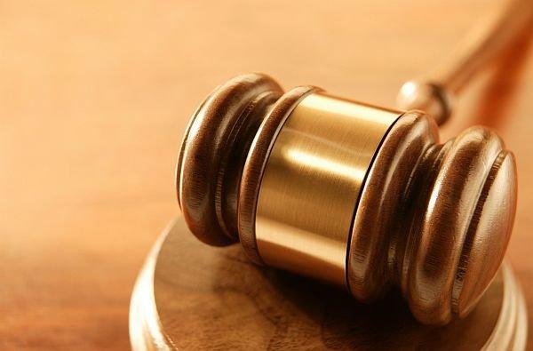 """Justiţia este """"oarbă"""". Un magistrat al instanţei supreme a fost reţinut marţi noapte pentru trafic de influenţă"""
