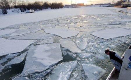 Situaţie critică pe Dunăre, din cauza sloiurilor de gheaţă. Autorităţile: Situaţia e sub control