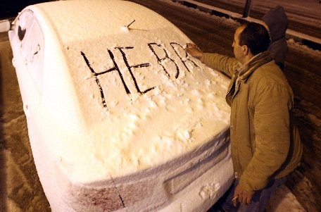 Prima ninsoare din ultimii patru ani la Ierusalim. Circulaţia a fost paralizată şi mai multe şcoli au fost închise