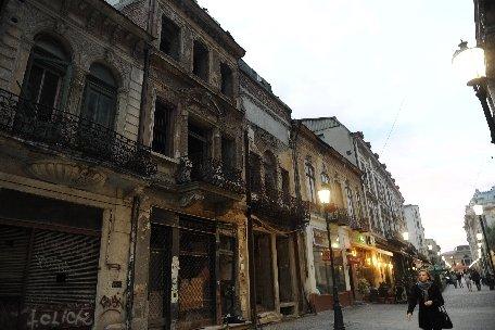 Bucureşti. Peste 9 milioane de lei alocaţi în 2012 pentru consolidarea imobilelor cu risc seismic încadrat în clasa I