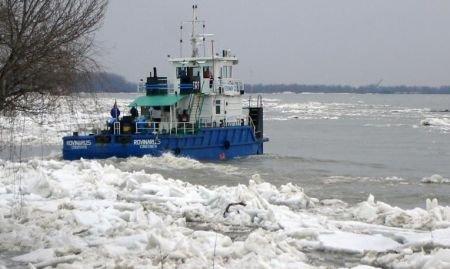 Podurile de gheaţă de pe Dunăre au provocat distrugeri colosale şi ameninţă în continuare zeci de ambarcaţiuni